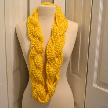 Yellow Chunky Crochet Infinity Scarf, Braided Infinity Scarf, Womens Crochet Scarf, Circle Scarf, Winter Fashion,