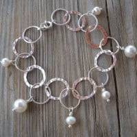 925 Sterling Silver Hammered Link Chain Fresh Water Pearl Bracelet 925 Sterling Silver Hammered Link Chain 925 Sterling Silver Ball End Pins Fresh Water Pearls 8-9mm Fresh Water Pearls 5-6mm 925 Sterling Silver Split,spring Rings 18-19cm Long Handmade,bran