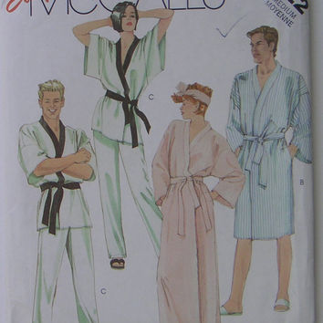 McCall's 2022, Unisex robe and pants, vintage pattern from 1985, size medium