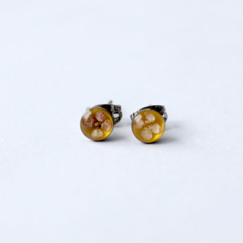 vintage pressed flower stud earrings