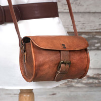 Leather Crossbody Barrel Bag, Free Shipping, Adjustable shoulder strap. Two zip pockets inside. Sturdy canvas lining, Genuine leather