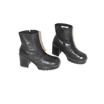 90s lug sole platforms black leather vintage GOTH club kid zip up platform boots size 10.5