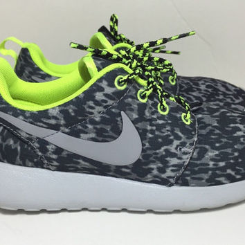 Blinged Grey / Volt Print Women's Nike Roshe Run