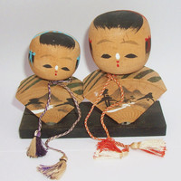 Fan Shaped Japanese Kokeshi Dolls - Pair of Handpainted Wooden Bobblehead Kokeshi Dolls on Stand - Vintage Wood Collectible Asian Dolls