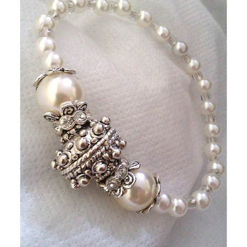 White Bead Stretch Bracelet With Crystal Spacers And Silver Plated Central Bead