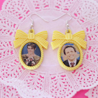 SNL Stefon and Seth Meyers cameo earrings - Pixie and Pixier