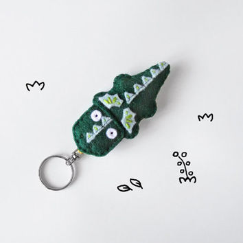 Dragon felt keychain, emerald green cute drake, dragon plush keyring charm, geeky cute accessory for teens and Fantasy fans