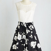 Nuanced Narrator Dress in Black Bouquet