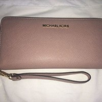 VONE7FQ Michael Kors MK Travel wallet dusty pink NEW
