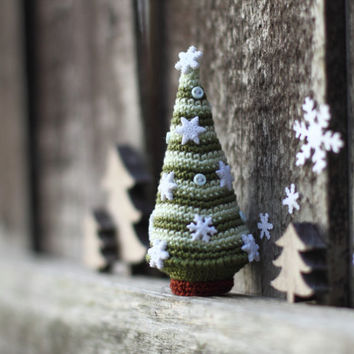 Christmas Tree,Crocheted Christmas Tree,Christmas decoration, Christmas ornament, white snowflakes, green, light green
