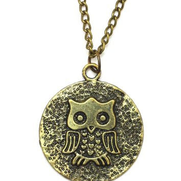 Ancient Owl Coin Necklace Vintage Medallion Gold Tone NI10 Bird Pendant