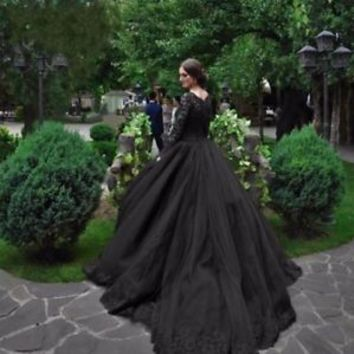 Gothic Black Tulle Lace Ball Gown Bridal Wedding Dress with Lace Trim