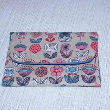 Ditzy Floral Rows of Flowers Card Wallet Taupe and Coral
