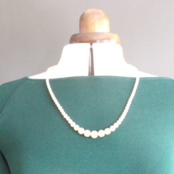 Vintage pearl necklace 50s pin-up