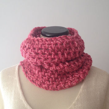 Crocheted Pink Mauve Infinity Scarf - Chunky Cowl - Pink Cowl - Mauve Cowl - Knit Scarf