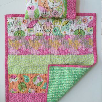 Doll quilt with matching pillow, mini quilt, American girls sized doll quilt