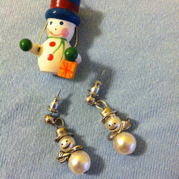 Snowman Earrings Tiny Vintage White Pearl Snowmen With Silver Hat and Scarf Cute Dainty Post Stud Earrings Minimalist Winter Themed Jewelry