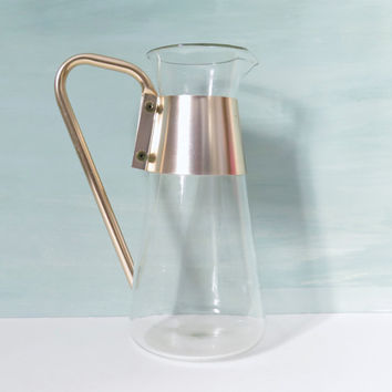 Vintage Pyrex Pitcher or Beverage Server with Gold Tone Aluminum Handle 1 1/4 Quarts Made in USA