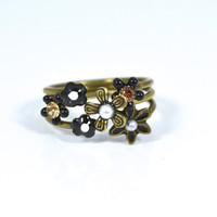 Floral Stackable Ring by Eric et Lydie