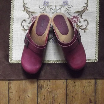 Vintage clogs / burgundy shoes / wooden clog / Danish / leather / girls / womens / small / Dolly Topsy Etsy UK