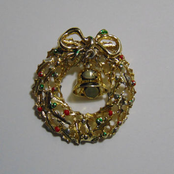 Gold tone Christmas Wreath with Bell Brooch Pin