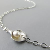 Silver Glasses Chain with Calla Lilies and Pearls