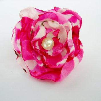 Fuchsia Pink and White satin fabric flower adjustable ring, cocktail ring, costume jewelry, teen birthday party favors, Bridal Shower Favors