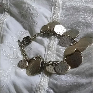 Brushed Gold Vintage Hammered Textured Graduated Disc Charm Bracelet All Occasion Classic Chain Bracelet from the 1980's-1990's