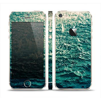 The Rough Water Skin Set for the Apple iPhone 5s