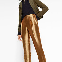 SHINY TROUSERS DETAILS