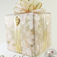 "Gift Wrapped Music Box with Heart Charm ""My Heart Will Go On"" from DreamLand Specialties"