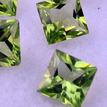 Fine Matching Natural Peridot Princess Cut 6mm August Birthstone Gemstone for Jewelry Ring or Earrings