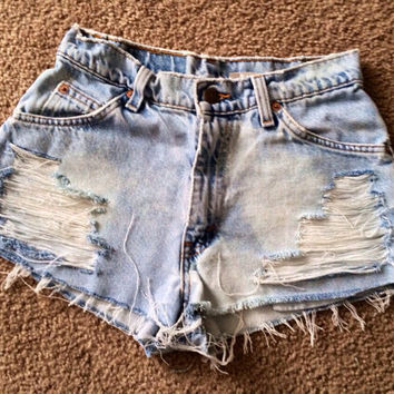 Size 5 Levi's light wash denim shorts