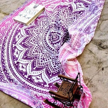 Fashion Gradient Color Totem Print Beach Towel Sunscreen Shawl Round Yoga Cushion