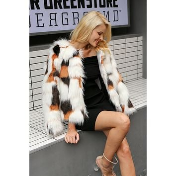 8DESS Elegant Fluffy Faux Fur Coat Women Warm Long Sleeve Outerwear Chic Coat Jacket