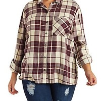 PLUS SIZE BUTTON-UP PLAID TOP WITH POCKET