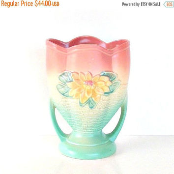 SALE Hull Water Lily Vase, Vintage Hull Art Pottery Vase, 2 Handle Vase, 1940s Hull Floral Vase, USA Pottery Vase.