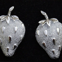 Sarah Coventry Vintage Silver Tone Strawberry Ice Clip On Earrings
