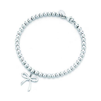 Tiffany & Co. - Small bow in sterling silver on a bead bracelet, medium.
