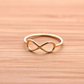 simple INFINITY ring, in gold | girlsluv.it