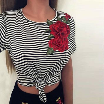 Rose Appliques Black T-shirt Women Fashion Sexy Bare Midriff Striated Short Sleeves Shirt Tops Tee Shirt Femme