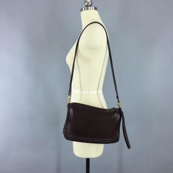 ONETOW Vintage 1970s Coach Bag / Cross Body Wristlet Clutch