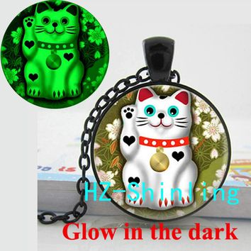 GL-00663 Glowing Lucky Cat Necklace Lovely Cat Pendant Jewelry Glass Cabochon Pendant Glow in The Dark Necklace Gifts For Girl
