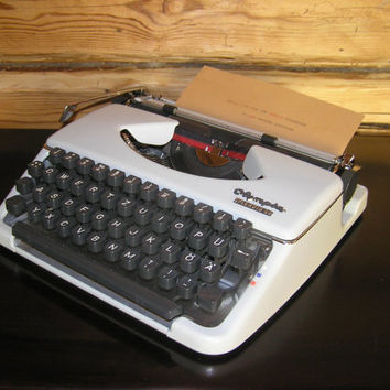 Typewriter Olympia Splendid very good working conditon vintage white portable lightweight retro writer home decor romantic love letter