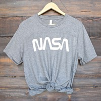 distracted - nasa vintage worm logo unisex graphic tee - grey/white