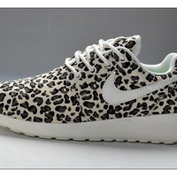 n085 - Nike Roshe Run (Leopard Prints Black/White)