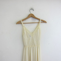 Vintage long slip / pale yellow Maxi Slip nightgown // nightie with lace / size S