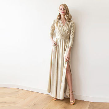 Maxi gold dress with slit and long sleeves