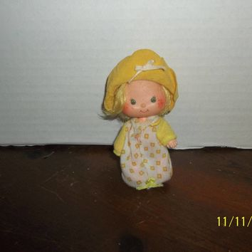 "vintage 1980's strawberry shortcake butter cookie doll 4"" tall"