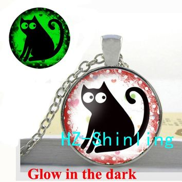 Glow in The Dark Lovely Cat Necklace Black Cat Pendant Glass Animal Jewelry Glowing Necklace Pendant